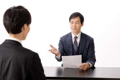 営業職の方ならば比較的簡単にコールセンターで正社員として採用されます